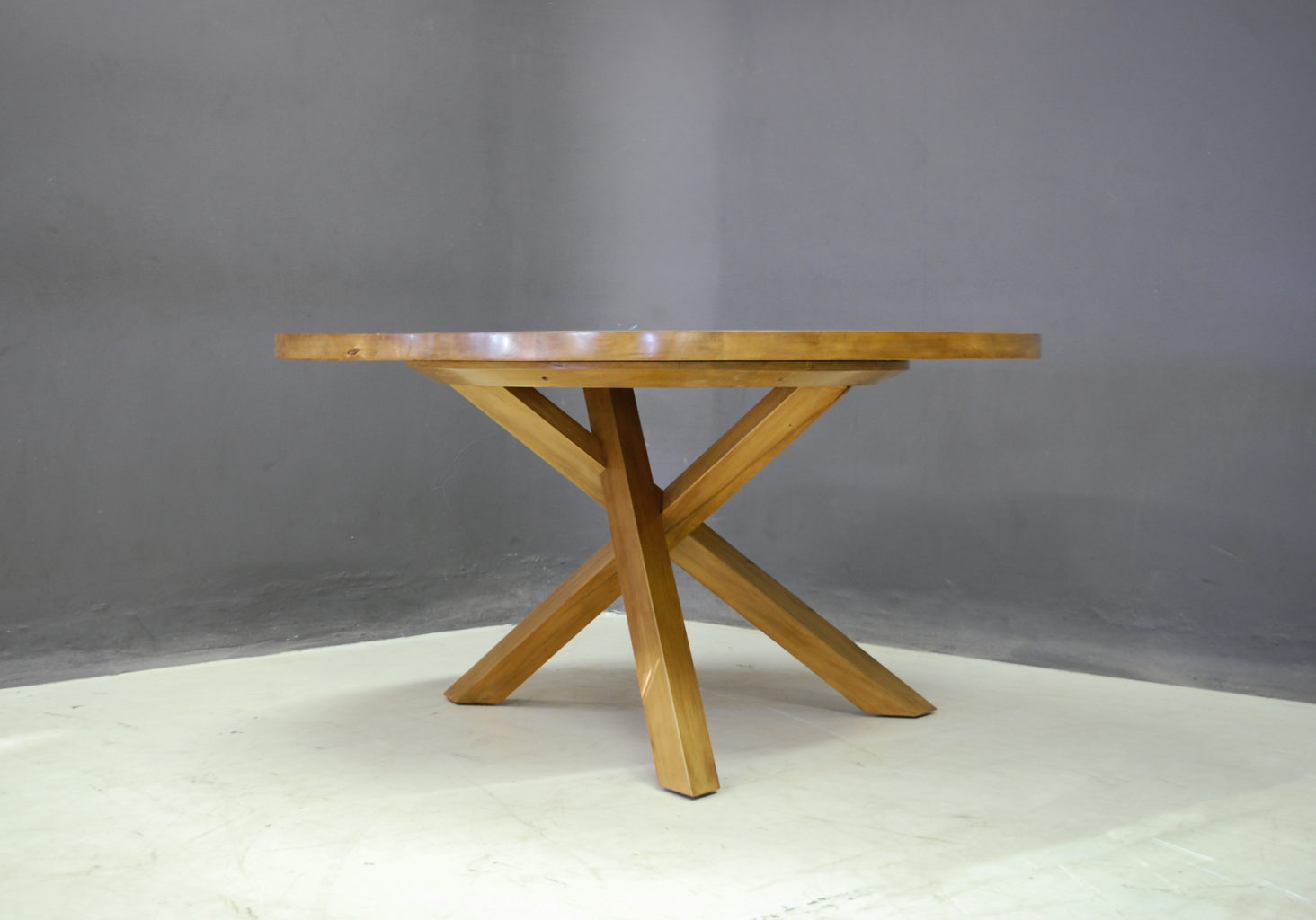Round Table With Tripod Style Base